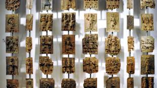 Plaques en bronze de Benin City au British Museum.