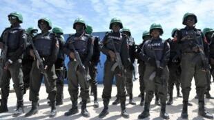 Des policiers nigérians.