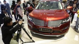 Xe Lincoln MKX (Ford Motor) tại triển lãm xe hơi Bắc Kinh, Trung Quốc, 20/04/2014