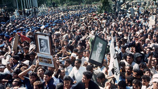 Une photo datée de septembre 1970 montre des centaines de milliers d'Égyptiens assistant aux funérailles de leur chef Gamal Abdel Nasser décédé d'une crise cardiaque au Caire le 28 septembre 1970 à l'âge de 52 ans.