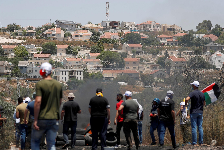 Manifestation de Palestiniens en face de la colonie de Kedumim contre le projet d'Israël d'annexer des parties de la Cisjordanie, à Kafr Qaddum près de Naplouse, le 3 juillet 2020.