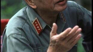 Le général Giap à Hanoï lors du 30ème anniversaire de la bataille de Dien Bien Phu, le 14 mai 1984.