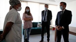 French President Emmanuel Macron visits a hospital in Pantin, near Paris, 7 April 2020.