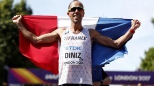 Yohann Diniz, 39 ans, est le nouveau champion monde du 50 km marche. Couronné à Londres ce 13 août, il est le médaillé d'or le plus âgé des Mondiaux d'athlétisme.