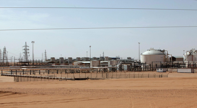 Vue générale du champ pétrolier de Charara en Libye, le 3 décembre 2014.