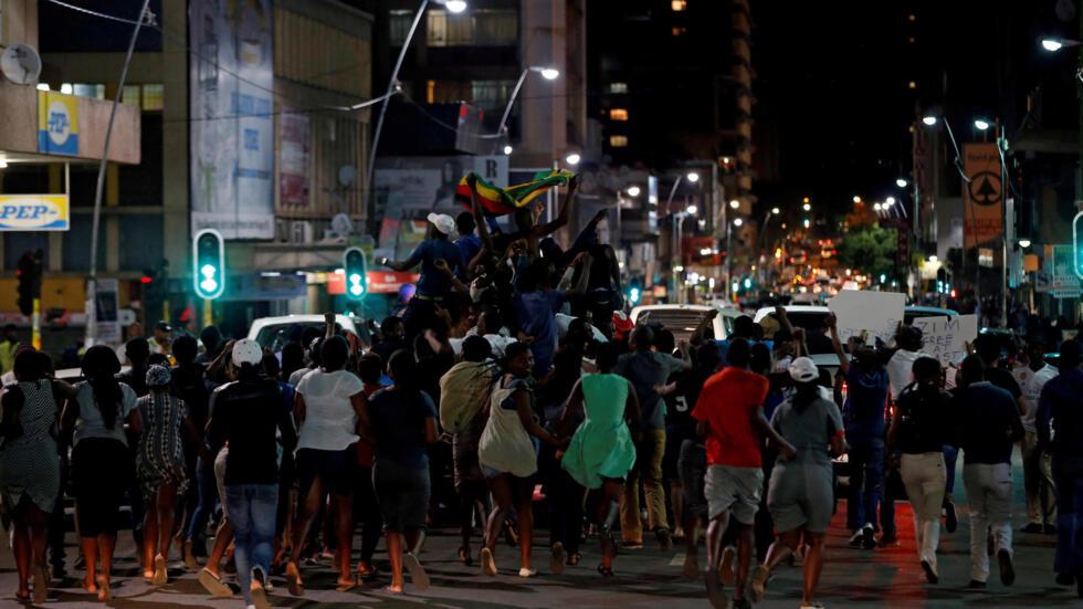 Al'ummar Zimbabwe na bikin murnar kawo karshen mulki Mugabe a kan titunan kasar