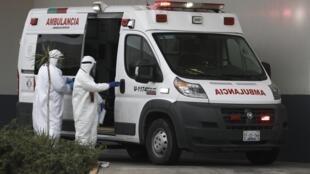 Une ambulance transporte un malade du Covid-19 à l'hôpital central de Ciudad Juarez, le 27 octobre 2020