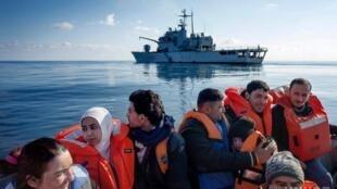 O número de refugiados e pessoas deslocadas internamente (IDPs) após os conflitos no mundo atingiu um novo recorde em 2017, pelo quinto ano consecutivo, em 68,5 milhões, cerca de metade das crianças, disse a ONU na terça-feira.