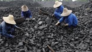 Des ouvriers chinois d'une mine de charbon.