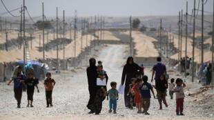 Иракские переселенцы в лагере для беженцев в Саламии, Ирак, 29 мая 2017.