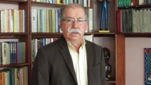 """O sociólogo e diretor do Observatório Venezuelano de Conflito Social, Roberto Briceño-León, um dos autores do livro """"Os novos rostos da violência: empobrecimento e letalidade policial"""""""