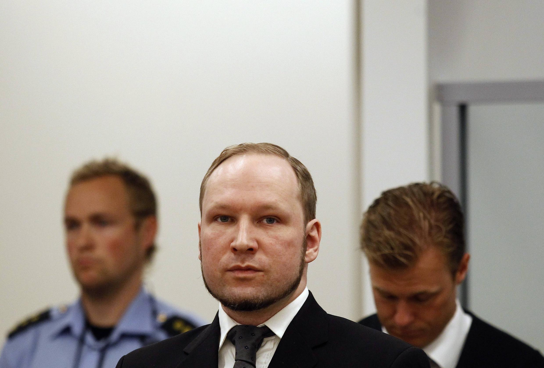 Kẻ sát nhân Anders Behring Breivik lúc đến toà án Oslo, Na Uy, ngày 24/08/2012 để nghe phán quyết.