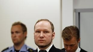Anders Breivik در دادگاه