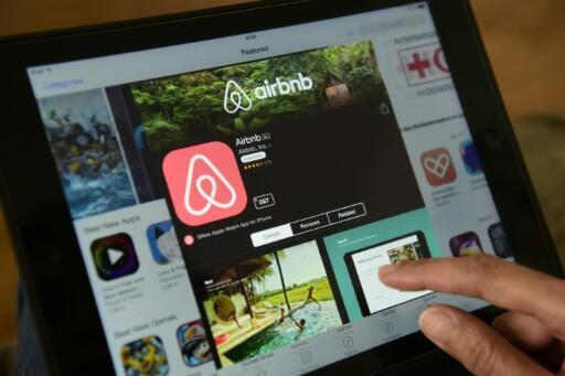 """Airbnb, the short term rental webside, has said it will """"waive all use of the prepaid card 'Payoneer' on the French market"""""""