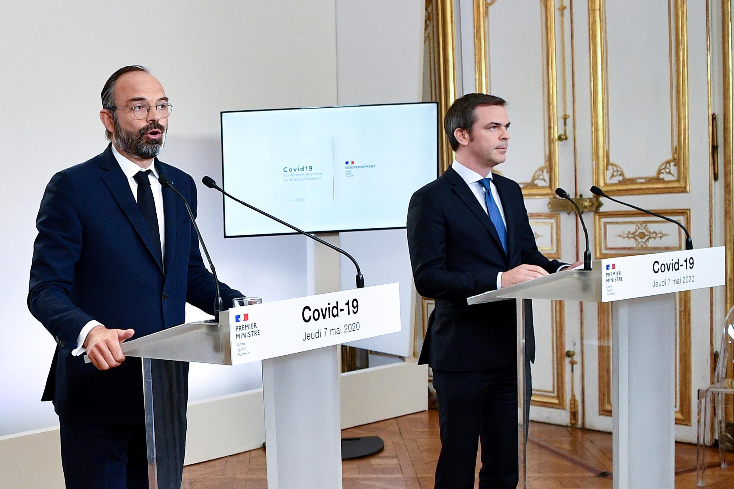 O primeiro-ministro francês, Edouard Philippe (à esquerda), e o ministro da Saúde, Olivier Verán.