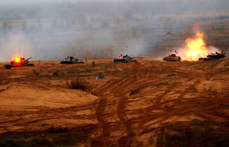 Tanques da Otan durante manobras em Adazi, na Latvia, em 23 de outubro de 2018