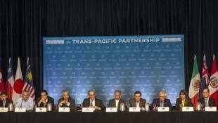 Les douze membres du traité trans-pacifique (TPP) lors d'une conférence de presse à Hawaii, le 31 juillet 2015.