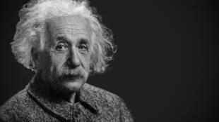លោកអាល់ប៊ែរ អាញ់ស្តាញ់ (Albert Einstein) នៅឆ្នាំ១៩៤៧