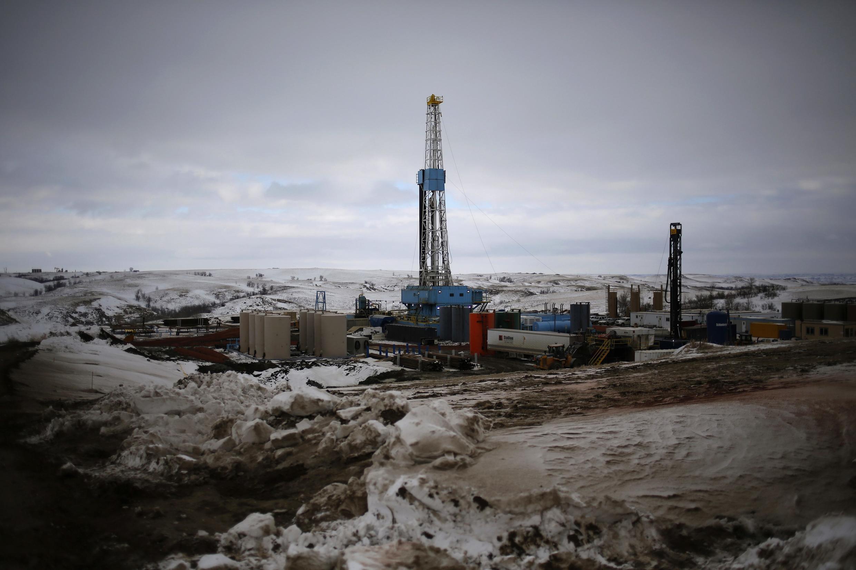 Site d'extraction du pétrole par fracturation de la roche dans le Nord-Dakota aux Etats-Unis.