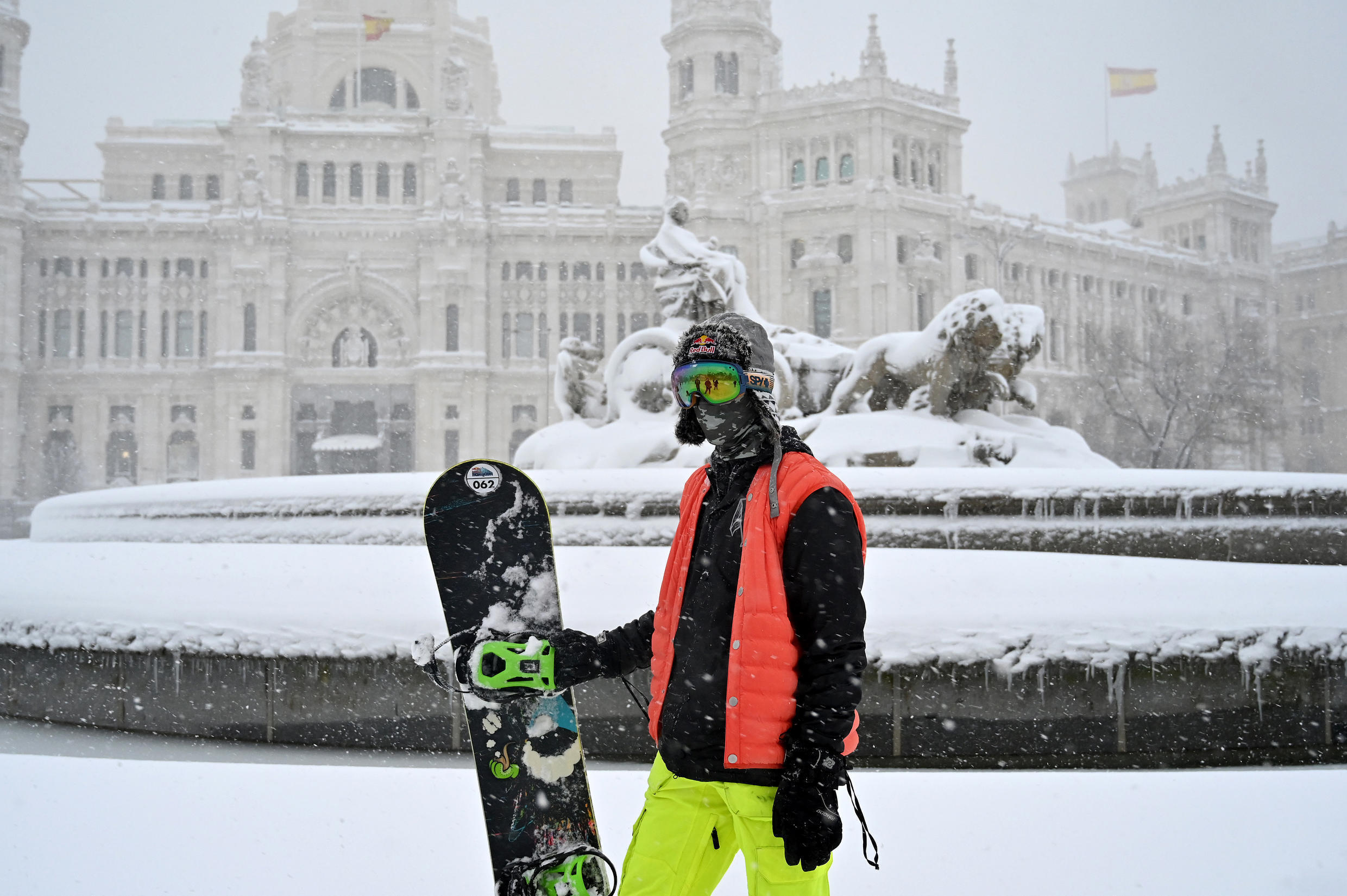 Skiers and snowboarders took took to the streets of Madrid Saturday
