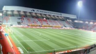 O estádio do clube Nancy utiliza gramado sintético, que não gasta água.