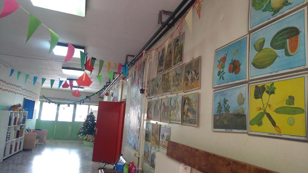 L'école primaire n°4 de Salamine en Grèce qui emploie 50% d'enseignants précaires.