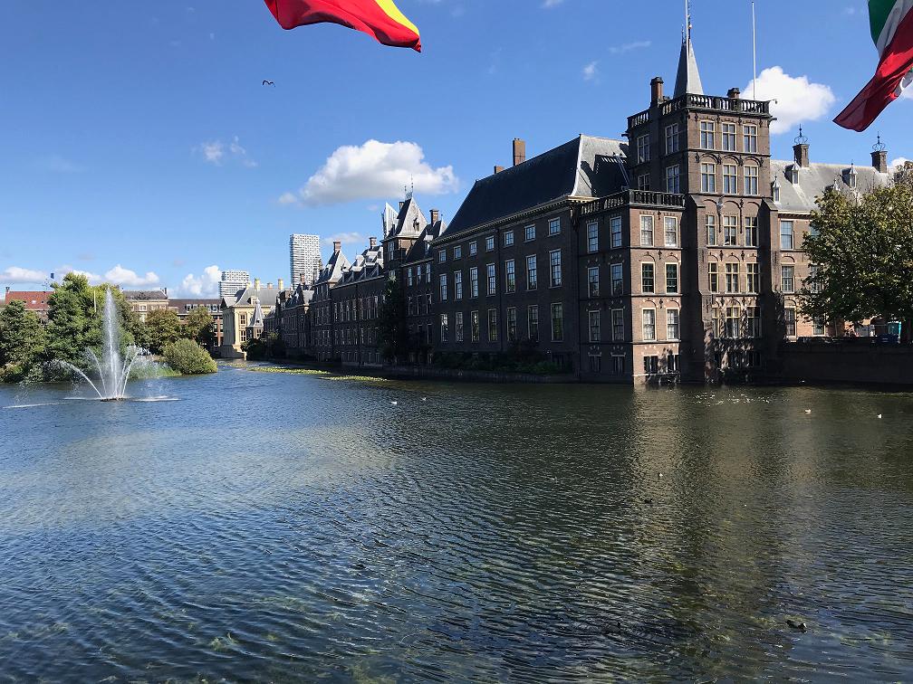 Le Binnenhof, joyau de l'architecture néerlandaise, doit être restauré pendant plusieurs mois.