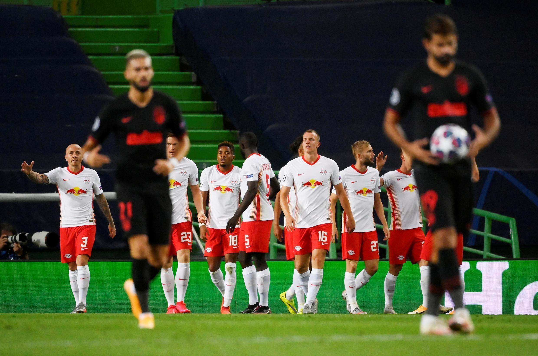 Les joueurs du RB Leipzig se congratulent, après le but marqué par Dani Almo face à l'Atletico Madrid.