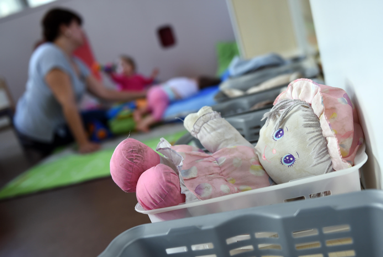 Estrangeiros que trabalham em creches de crianças foram uma das categorias contempladas pela decisão da ministra da Cidadania da França, Marlène Schiappa.