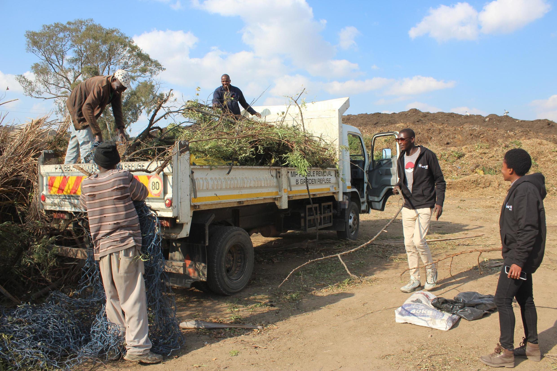Sibusiso et Nondumiso ont décidé de mettre en relation ceux qui veulent se débarrasser de leurs déchets avec ceux qui pourraient les utiliser.