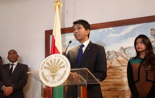 Andry Rajoelina donne une conférence de presse le 23 juillet, 2012 avant de partir pour les Seychelles pour rencontrer son rival évincé Marc Ravalomanana.
