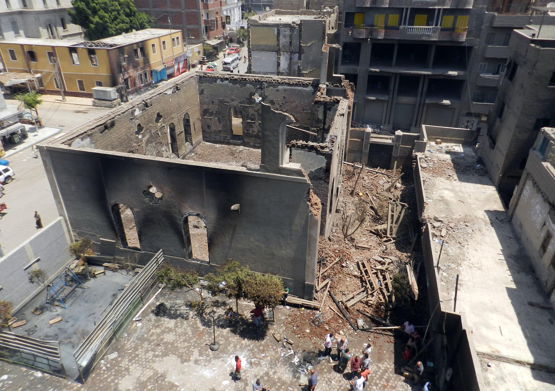 Eglise copte brûlée à Mallawi, 245 km au sud du Caire, le 17 août 2013.