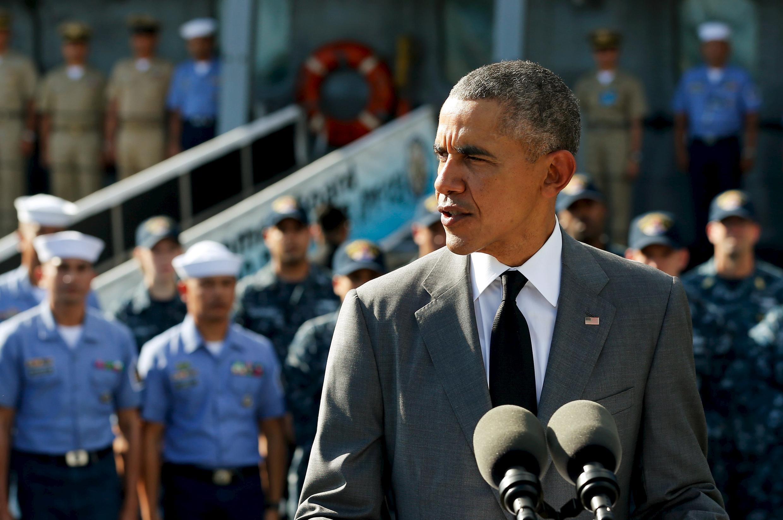 美國總統奧巴馬登上菲律賓艦艇顯示捍衛南海自由航行的決心  17/11/2015.