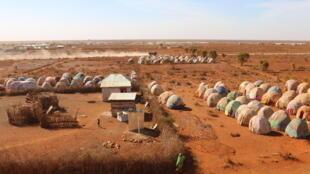 Vue aérienne du camp Baraak Iyaash des déplacés internes, à Baidoa en Somalie.