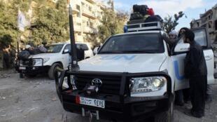 Un véhicule de l'ONU pendant l'évacuation à Homs.