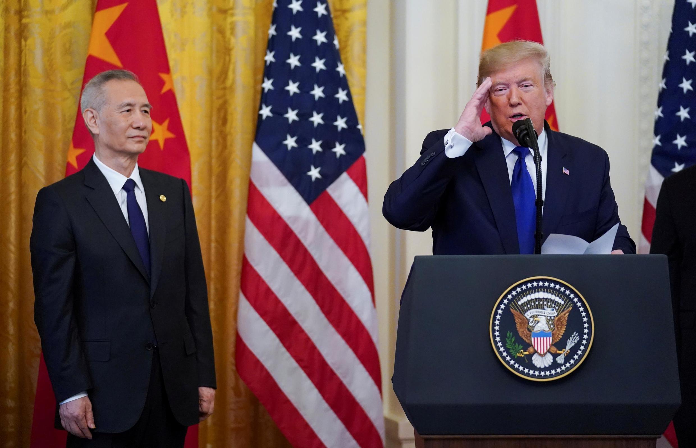 美國總統特朗普與中國副總理劉鶴在白宮簽署中美第一階段貿易協議
