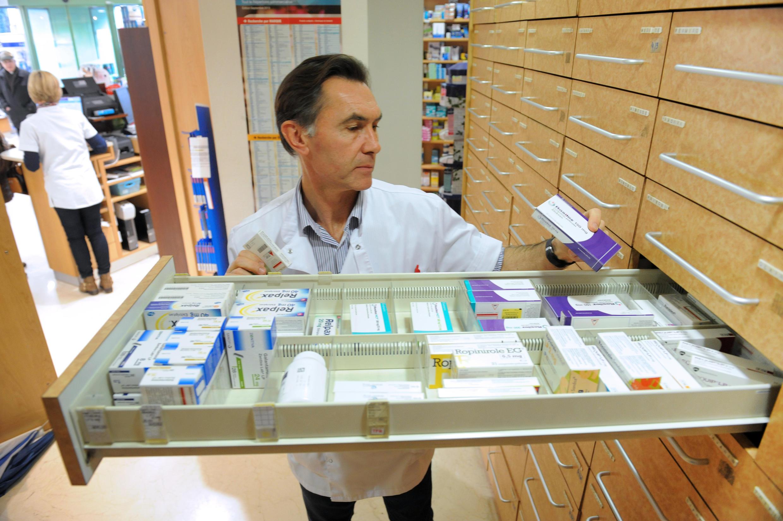 Ảnh minh hoa : Một nhà thuốc ở Quimper, Pháp.