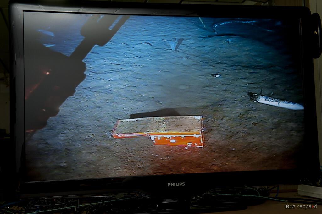 Imagem de uma das caixas-pretas do voo 447, descoberta em maio deste ano.