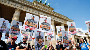 2020-08-29T102738Z_1259112796_RC2MNI964MVR_RTRMADP_3_HEALTH-CORONAVIRUS-GERMANY-PROTEST