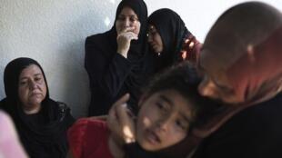 Criança palestina, vítima do ataque israelense contra uma escola da ONU em Gaza.