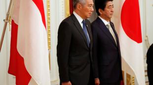 Thủ tướng Singapore Lý Hiển Long (trái) và đồng cấp Nhật Bản Shinzo Abe tại Tokyo ngày 28/09/2016.