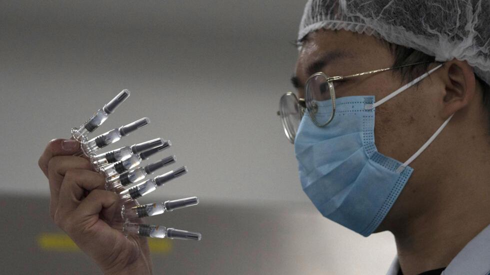 Chưa có thuốc, Trung Quốc đã dùng đòn ngoại giao vac-xin.