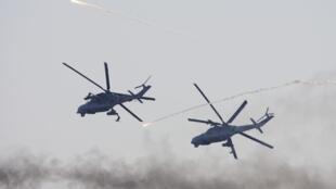 Вертолеты МИ-24 белоурсской армии близ Доманово, в 200 км к юго-западу от Минска.