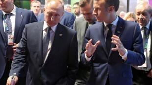 Tổng thống Pháp Emmanuel Macron (phải) và tổng thống Nga Vladimir Putin tại thượng đỉnh G20 Buenos Aires, Achentina ngày 30/11/2018.