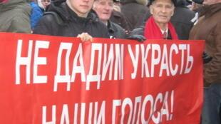 """Митинг """"За честные выборы"""" на Пионерской площади Санкт-Петербурга 18 декабря 2011"""