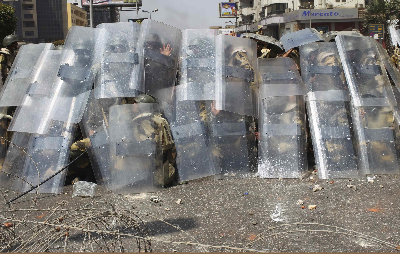 La police antiémeutes et l'armée ont mené l'évacuation de la place Rabaa al-Adawiya au Caire, où campaient des manifestants favorables au président déchu Mohamed Morsi, le 14 août 2013.