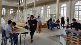 Elèves du cours « Atelier des Sculpteurs », au Musée Rodin de Meudon en périphérie de Paris.