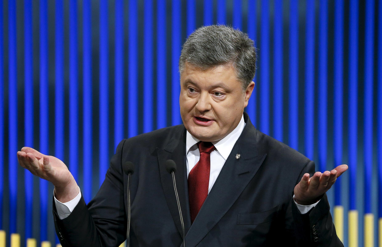 Петр Порошенко призвал Франсуа Олланда помочь украинским болельщикам увидеть матчи Евро-2016