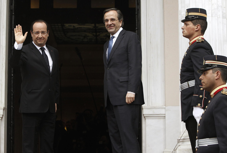 French President Francois Hollande (L) and Greek Prime Minister Antonis Samaras in Athens