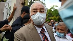 Waziri Mkuu wa zamani wa Malaysia Najib Razak alipofika katika mahakama ya Duta kusikiliza uamuzi wa kwanza katika kesi ya 1MDB, Kuala Lumpur Julai 28, 2020.